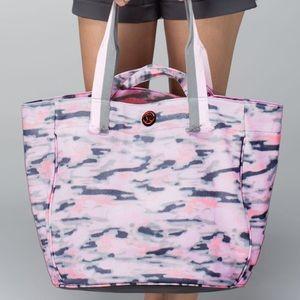 Lululemon Beach Breaker Bag